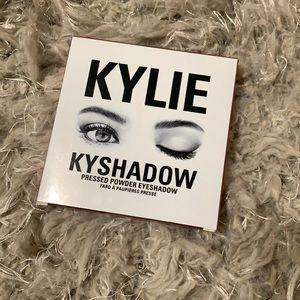 Kylie kyshadow eyeshadow pressed powder eyeshadow